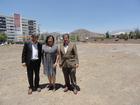 Los andes autoridades visitan terreno donde se construir for Ministerio del interior donde queda