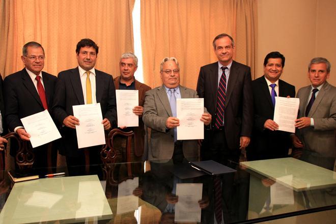 Sellan compromiso para construir el nuevo estadio for Sello del ministerio del interior