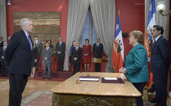 Presidenta bachelet nombra a jorge burgos como nuevo for Donde esta el ministerio del interior