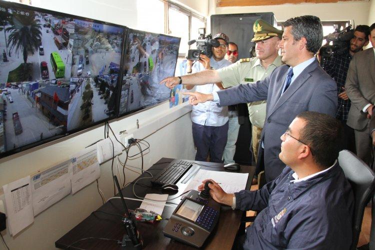 Gobierno inaugura nuevas c maras de televigilancia en el for Llamado del ministerio del interior 2016