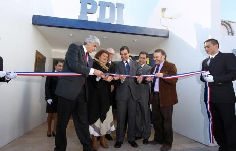 Ministro rodrigo hinzpeter inaugur nueva brigada de for Ministerio del interior pagina oficial